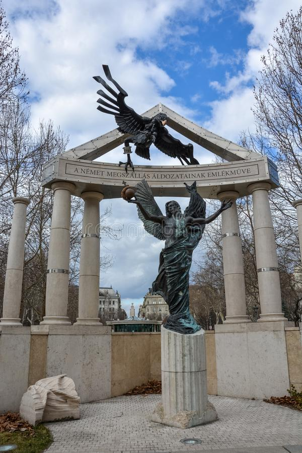 Señal conmemorativa en el cuadrado de la libertad en Budapest fotos de archivo libres de regalías