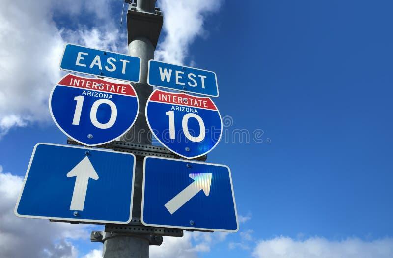 Señal de dirección Este-Oeste de la carretera de Arizona I10 fotos de archivo
