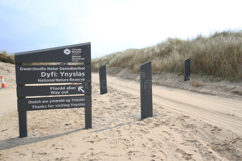 Señal de entrada para dunas de arena de Ynyslas fotos de archivo libres de regalías