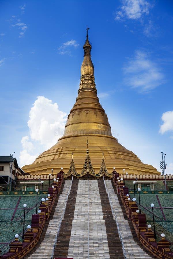 Señal de la pagoda No.1 de Uppatasanti de la ciudad de Naypyidaw (Nay Pyi Taw), capital de la señal de la pagoda No.1 de Uppatasan fotografía de archivo