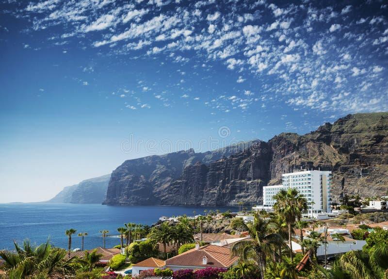 Señal de los acantilados de los gigantes del Los en la isla del sur España de Tenerife imagen de archivo