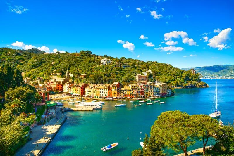 Señal de lujo del pueblo de Portofino, visión aérea panorámica. Liguri fotografía de archivo