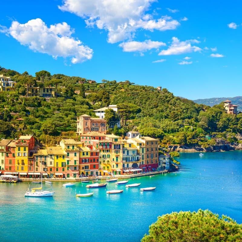 Señal de lujo del pueblo de Portofino, visión aérea panorámica Liguri imagenes de archivo