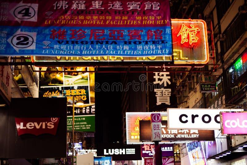 Señal de neón del mercado de la noche de Mongkok en Hong Kong imágenes de archivo libres de regalías