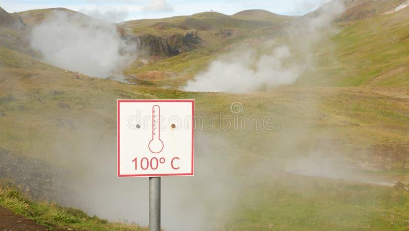 Señal de peligro alrededor de da alta temperatura del ` del ` 100C de la fuente imagen de archivo libre de regalías