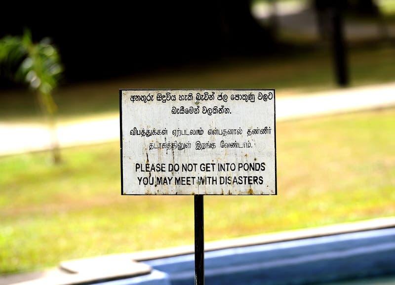 Señal de peligro blanca fotografía de archivo libre de regalías