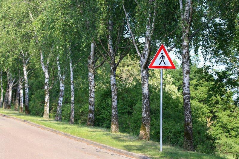 Señal de peligro del camino/peatones imagenes de archivo