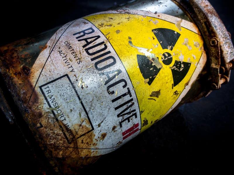 Señal de peligro de la radiación en el materi radiactivo oxidado y del decaimiento foto de archivo