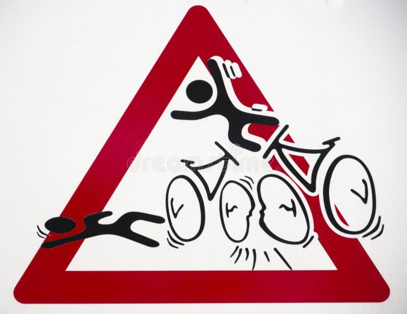 Señal de peligro para los accidentes de la bici foto de archivo