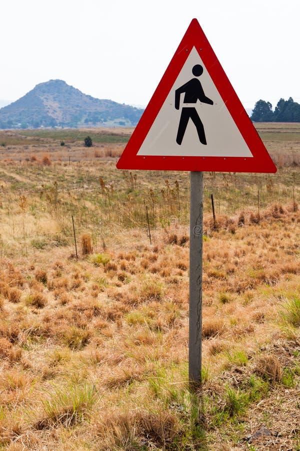 Señal de peligro para recorrer a lo largo del camino fotografía de archivo libre de regalías