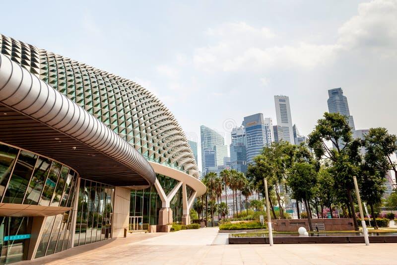 Señal de Singapur: Teatros de la explanada en la bahía imágenes de archivo libres de regalías