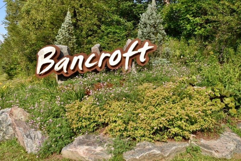 Señal de tráfico artística en Bancroft, Ontario imágenes de archivo libres de regalías