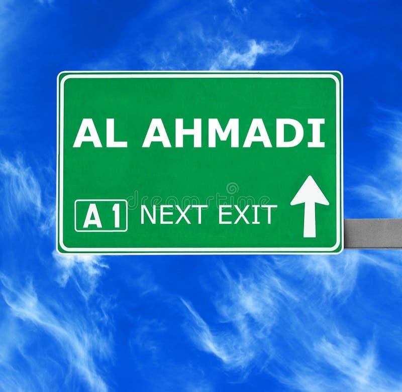 Señal de tráfico del AL AHMADI contra el cielo azul claro foto de archivo libre de regalías