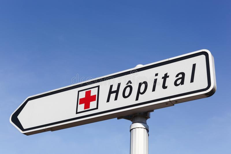 Señal de tráfico del hospital imagen de archivo libre de regalías