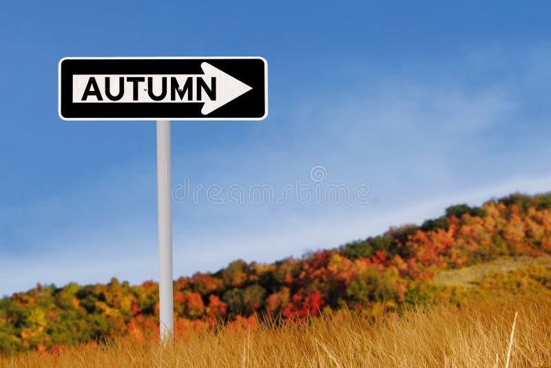 Señal de tráfico del otoño fotos de archivo libres de regalías
