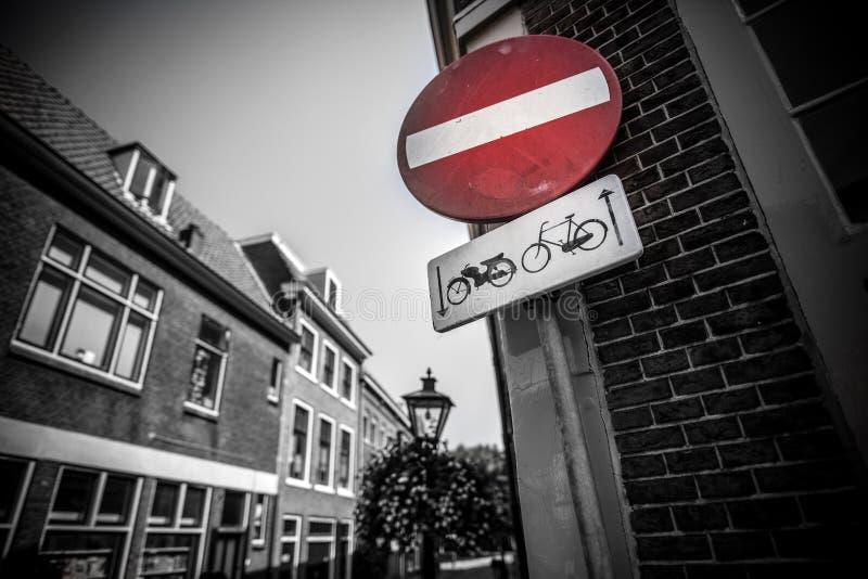 Señal de tráfico holandesa en Leiden imágenes de archivo libres de regalías