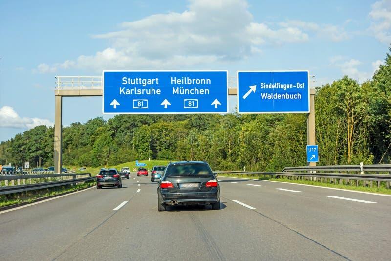 Señal de tráfico de la autopista sin peaje en el Autobahn A81, Stuttgart/Karlsruhe - Heilbronn/Munich foto de archivo
