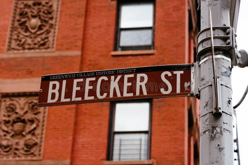 Señal de tráfico de la calle de Bleecker en Greenwich Village en Nueva York fotos de archivo libres de regalías