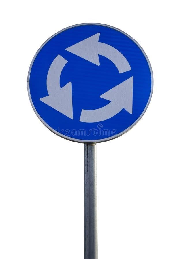 Señal de tráfico para el cruce giratorio imagenes de archivo