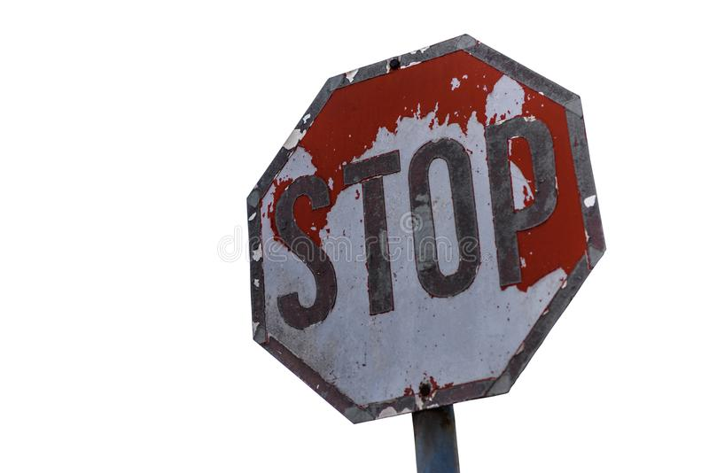Señal de tráfico resistida, muestra de la parada en el fondo blanco imagenes de archivo