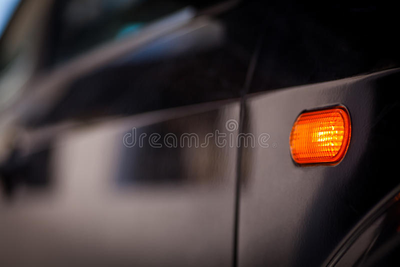 Señal de vuelta del coche imagen de archivo