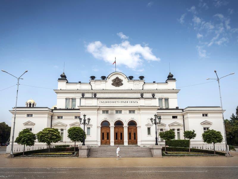 Señal del edificio de la asamblea nacional en la ciudad central de Sofía bulgar fotografía de archivo