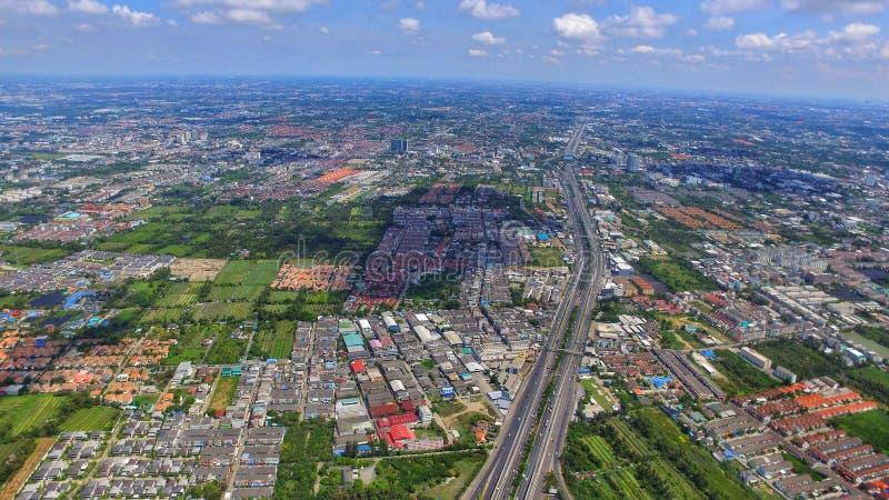Señal del top de la opinión del ariel del abejón de Tailandia de la estructura de la carretera del transporte fotografía de archivo