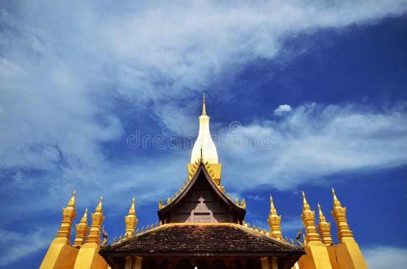 Señal del viaje de Laos, wat de oro Phra de la pagoda ese Luang en Vientián Templo budista fotografía de archivo