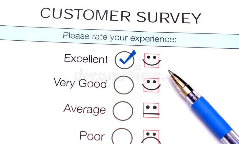 Señal en checkbox excelente en forma de la encuesta sobre la satisfacción del servicio de atención al cliente imagen de archivo libre de regalías