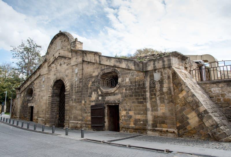 Señal histórica del edificio de la puerta de Famagusta, Nicosia Chipre fotografía de archivo libre de regalías