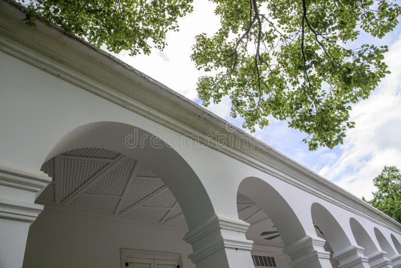 Señal histórica del edificio de residencia histórico imagenes de archivo