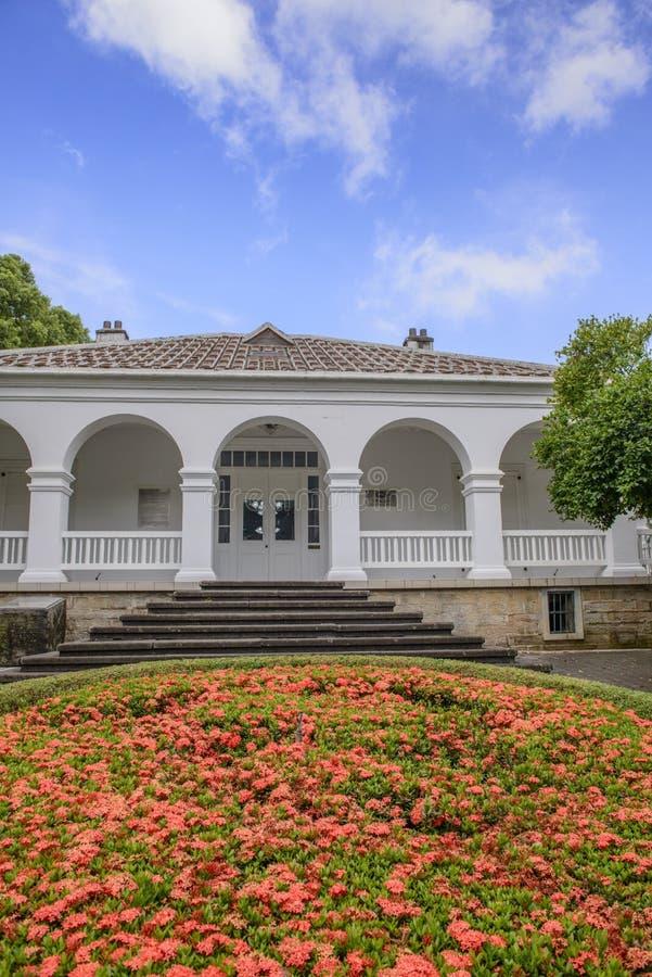 Señal histórica del edificio de residencia histórico imagen de archivo libre de regalías