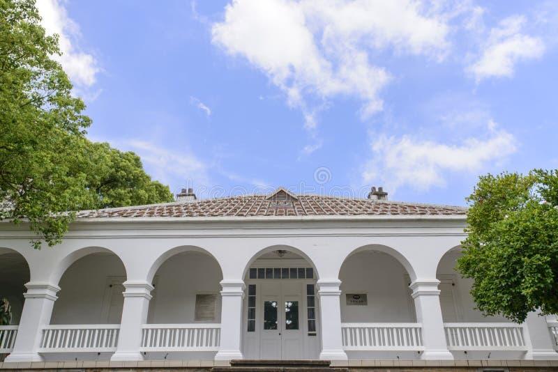 Señal histórica del edificio de residencia histórico imagen de archivo