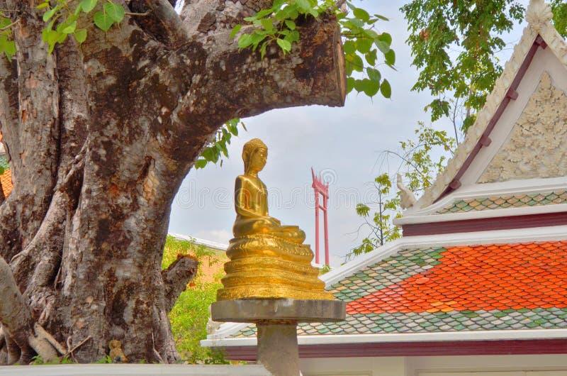 Señal no vista de Bangkok detrás del templo del boudda fotografía de archivo libre de regalías