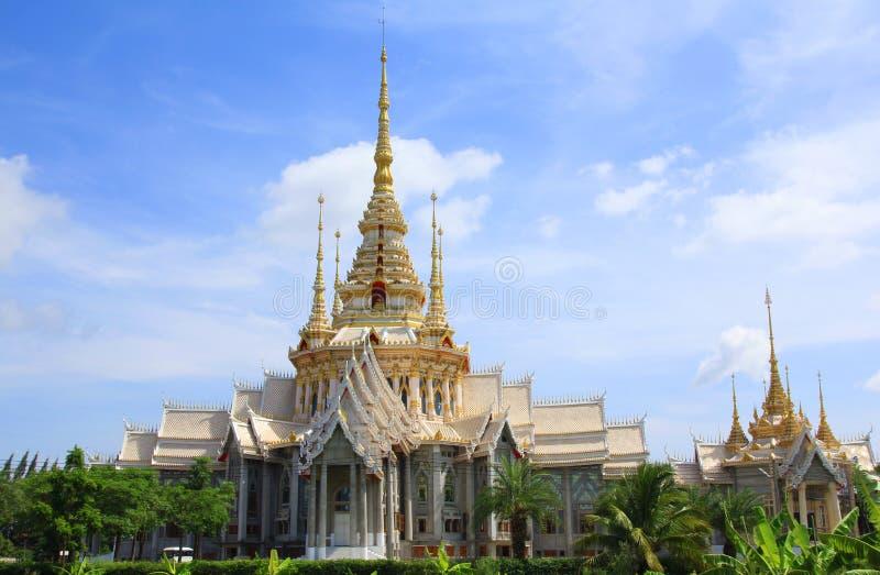 Señal tailandesa del templo en Nakhon Ratchasima o Korat, Tailandia imagen de archivo