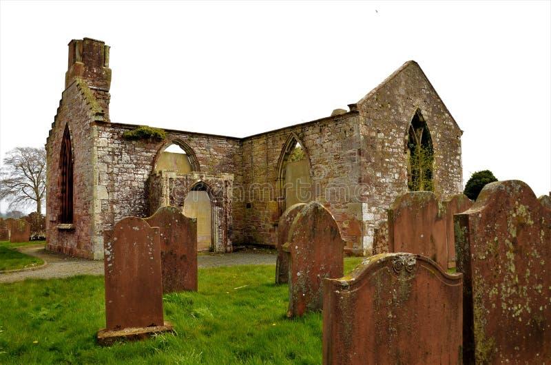 Señales de las ruinas de Escocia - de la iglesia de Hoddom fotos de archivo libres de regalías
