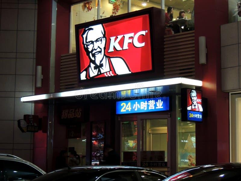 Señales de neón del logotipo de KFC en China fotos de archivo
