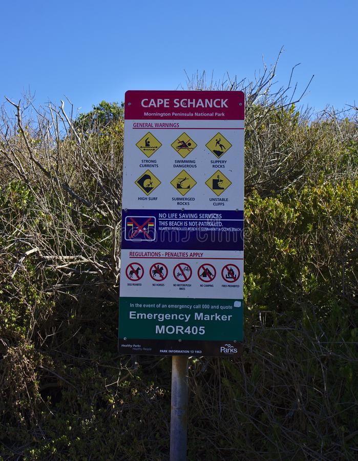 Señales de peligro generales cerca de la playa foto de archivo libre de regalías