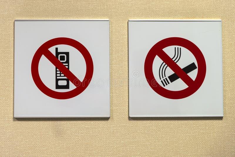 Señales de prohibición en el hospital, fotografía de archivo