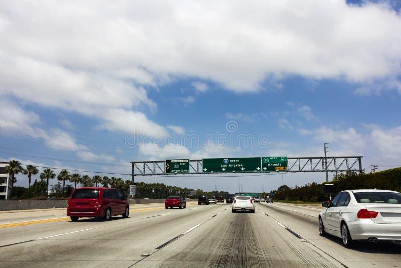 Señales de tráfico en la carretera del norte I5 imagen de archivo