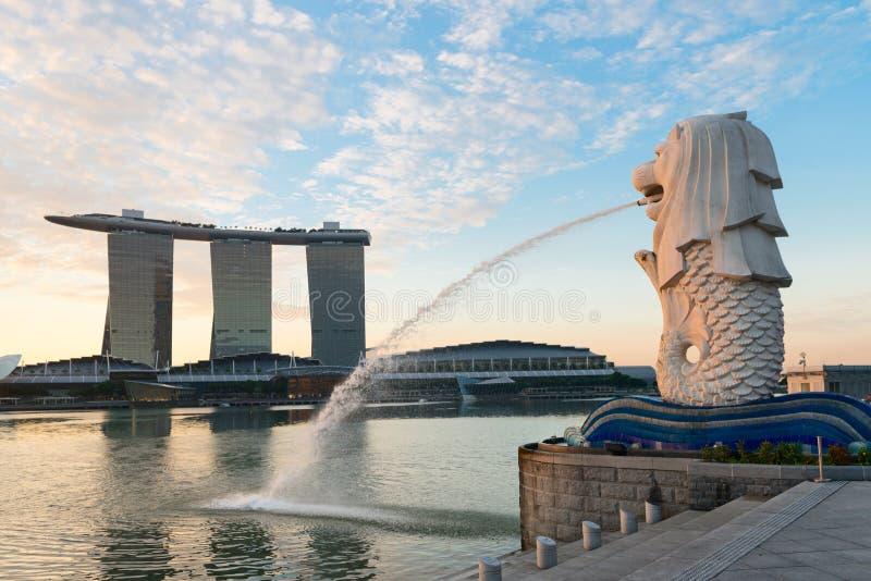 Señales modernas de Singapur en el amanecer imágenes de archivo libres de regalías