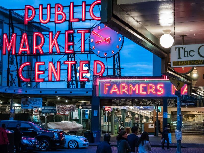 Señalización de neón del centro del mercado público, Seattle imagen de archivo