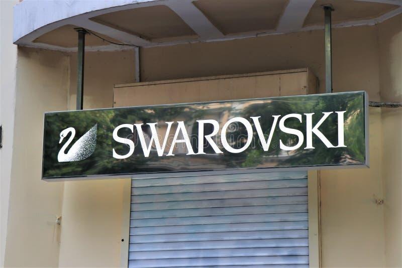 Señalización de una tienda de Swarovsky Marca famosa de la joyería imagen de archivo libre de regalías
