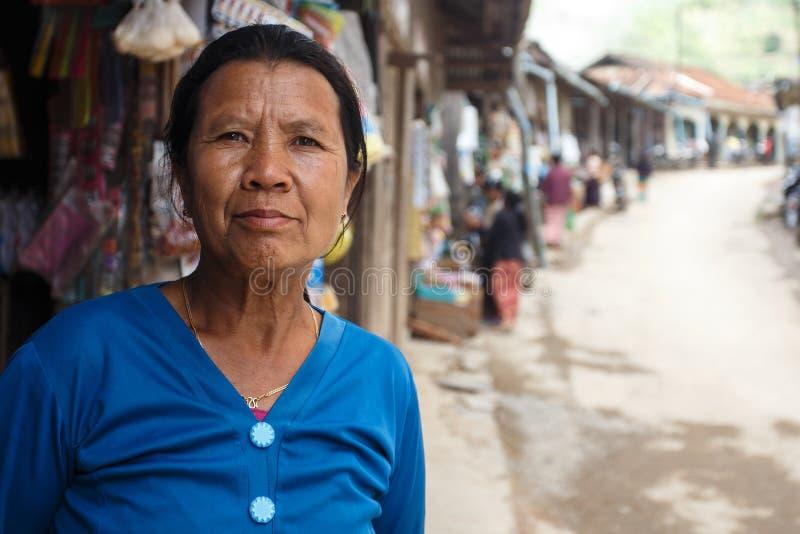 Señora birmana en Falam, Myanmar (Birmania) imagen de archivo