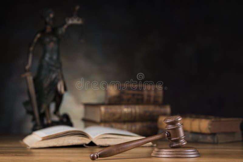 Señora de la justicia, del concepto de la ley y de la justicia imagenes de archivo