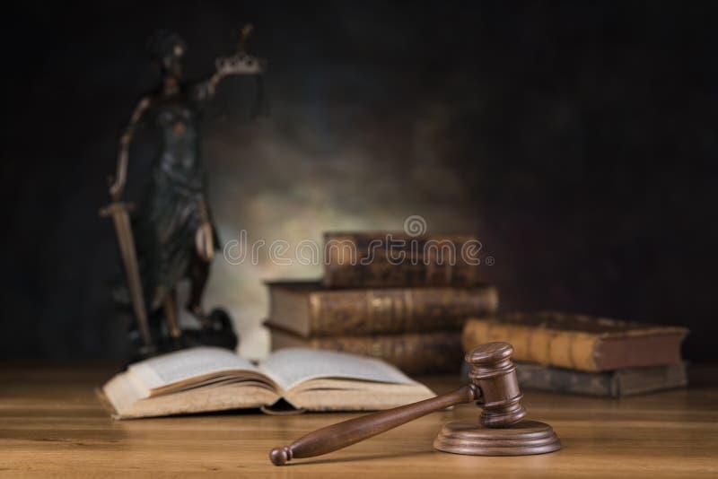 Señora de la justicia, del concepto de la ley y de la justicia fotos de archivo libres de regalías