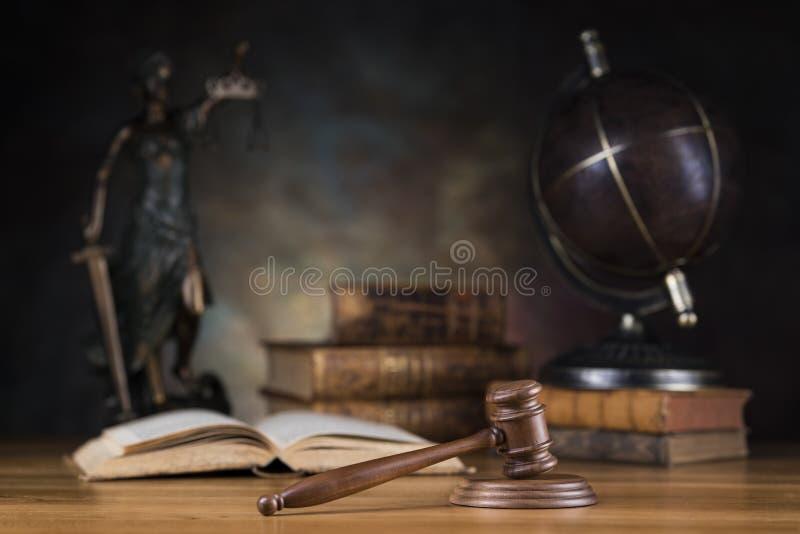 Señora de la justicia, del concepto de la ley y de la justicia foto de archivo