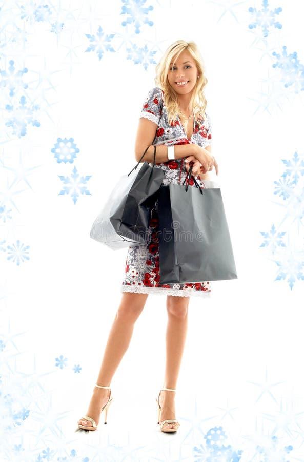 Señora de las compras con rubio encantador fotografía de archivo