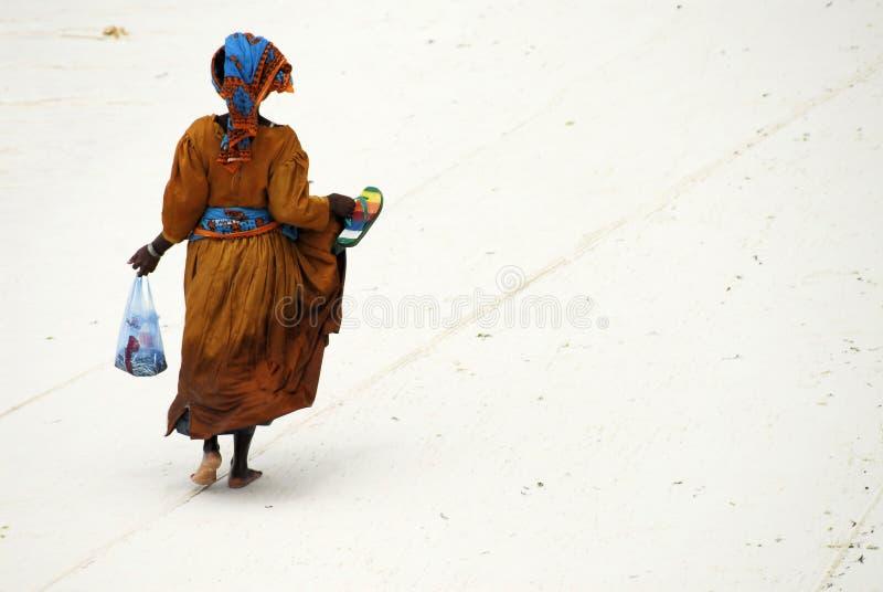 Señora del suajili en la isla de Zanzibar foto de archivo libre de regalías