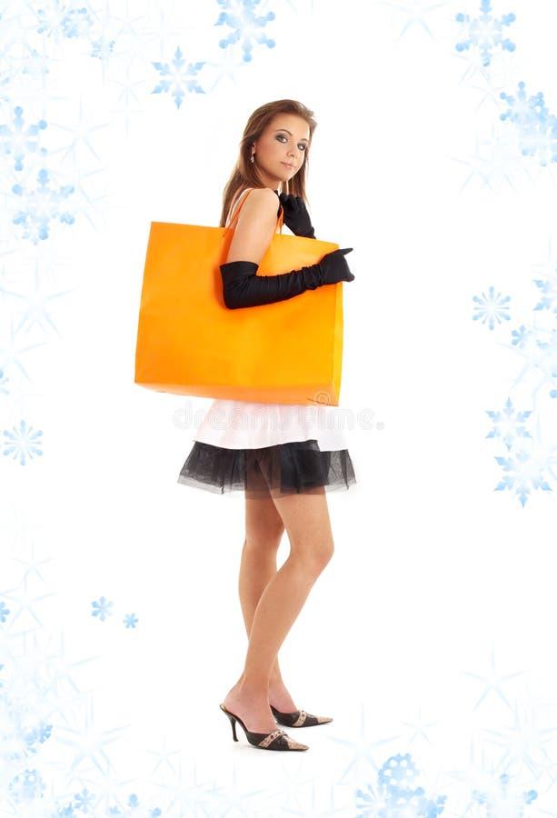 Señora elegante con el bolso de compras y el snowflak anaranjados imagen de archivo libre de regalías